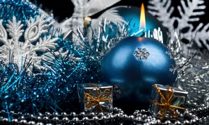 Christmas-candle-decoration-1